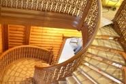 Лестница со вставками резьбы объемной